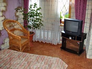 Гостиницы в Алуште. Номер в гостинице 'Красный мак'.